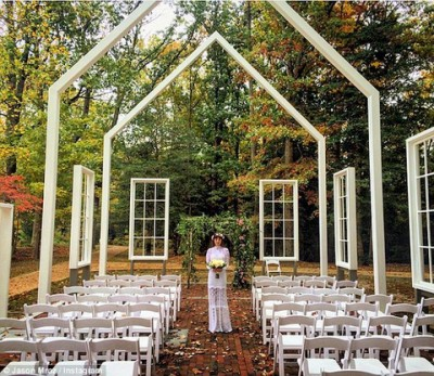Jason Mraz shares wedding photo