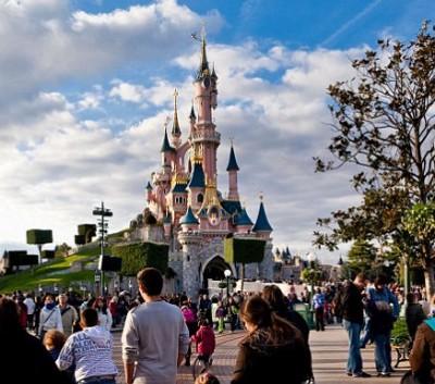 muslim man guns DisneyLand Paris 2