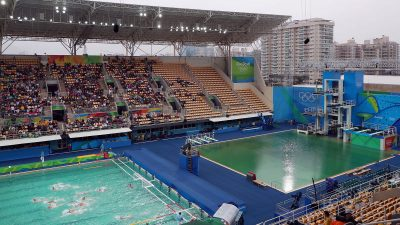 olympics pools turn green algae