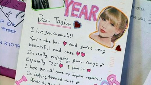 original13 500x281 Taylor Swifts Unopened Fan Letters Found in a Dumpster