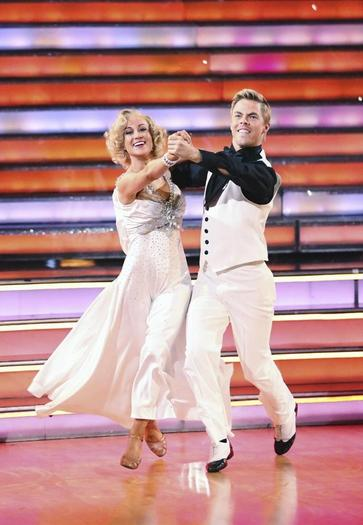 os-dancing-with-the-stars-names-winner-2013052-001