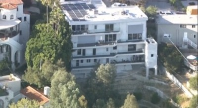 p-22 stuck in los Feliz home lion