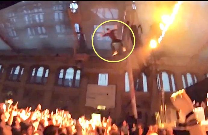 rapper lighting rig dive