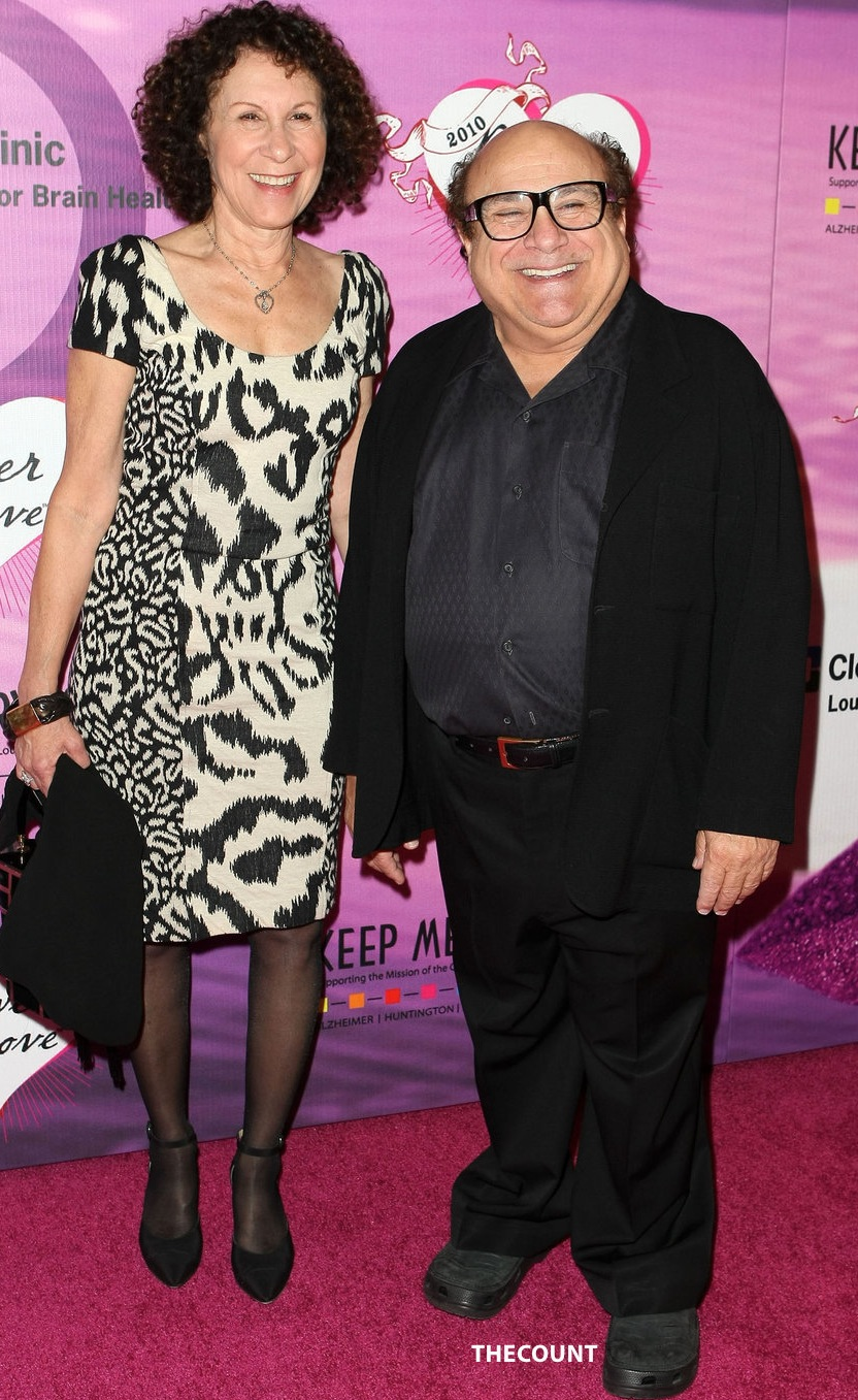 rhea perlman and danny devito DIVORCE LOW! Danny DeVito and Rhea Perlman After 30 Years