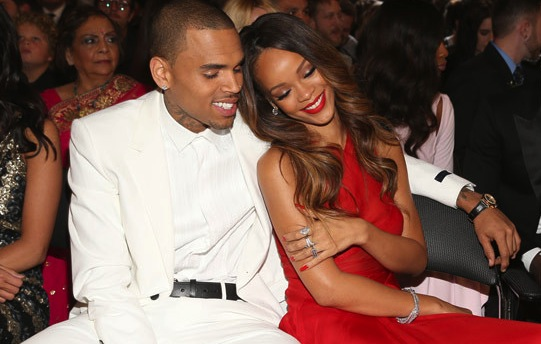 rihanna-snuggles-chris-brown