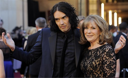 russell-brand-and-mom-oscars-2011--d09350600fbe0563