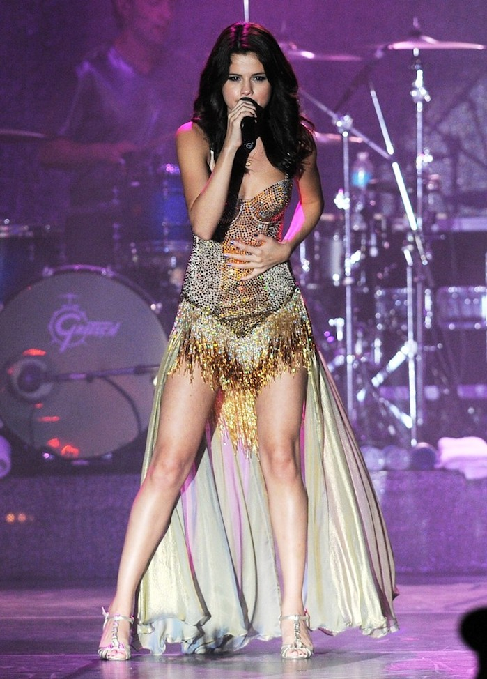 selena-gomez-performs-we-own-the-night-tour-01