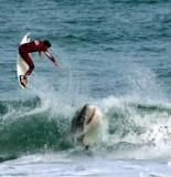 shark vs surfer 155x160 MONSTER Great White Shark Prompts Massachusetts Beach Closure