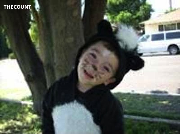 skunk HALLOWEENIE: Relative Shoots Girl 9 Mistakes Her For Skunk