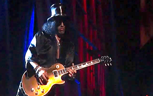 slash hall of fame 500x313 AXL ROSE BLOWS GOLDEN OPPORTUNITY (VIDEO)