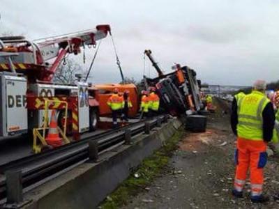 super car crash paris truck 5