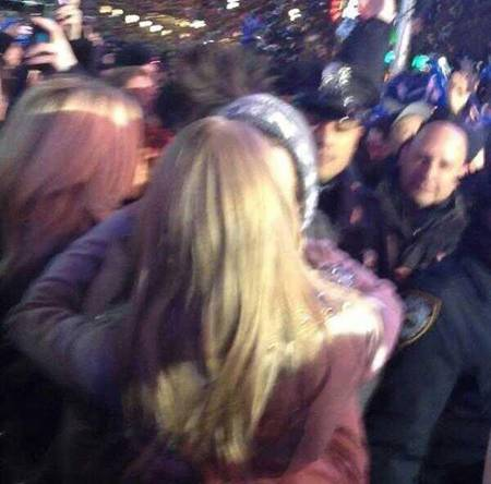taylor-swift-harry-styles-new-years-kiss-web__oPt