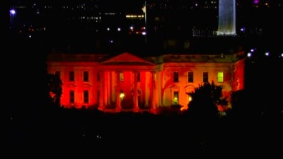 the white house bathed in blood red lights
