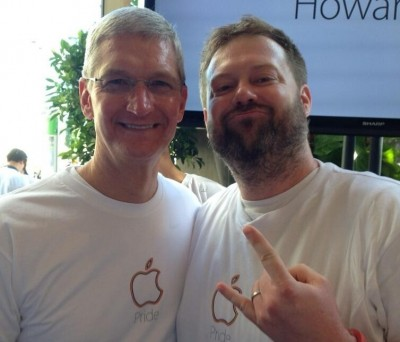 tim-cook-attends-pride-event