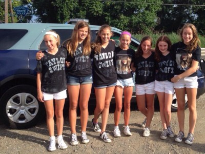 troopers Give Taylor Swift Fans Escort After Limo Breaks Down