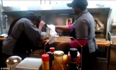 waffle-house-employees-weaves-kitchen