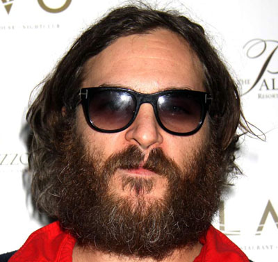 whiisthis Joaquin Phoenix Falls Off Stage Again